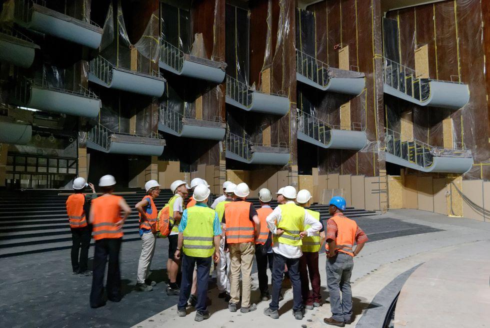 VAA-Mitglieder in der Baustelle der Oper Köln